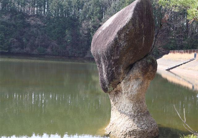 傘のような形をした奇岩 傘岩