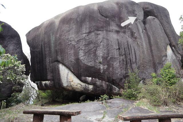 星ヶ見岩の三角の空洞