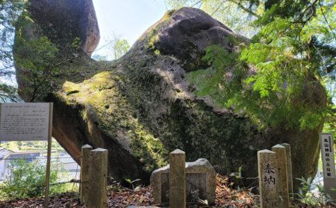 丸山神社のふな岩(境内側から撮影)