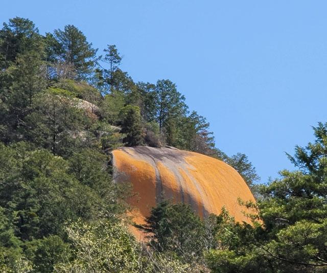 望遠で撮った紅岩