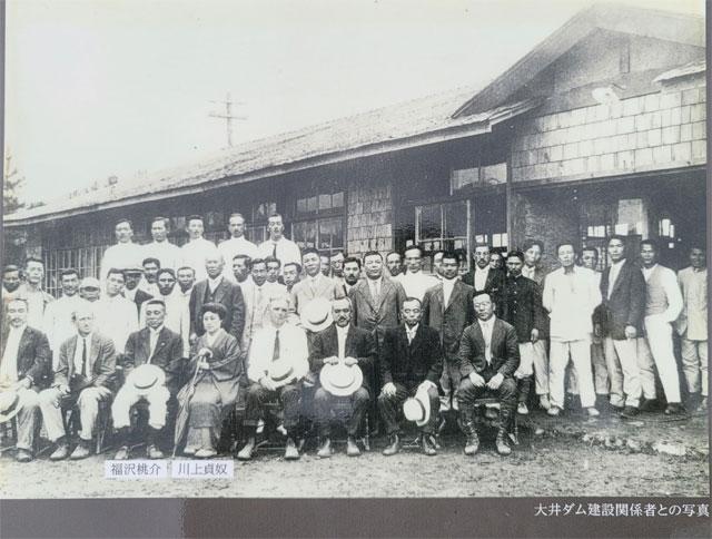 大井ダム建設時の写真におさまる川上貞奴と福沢桃介千畳敷岩!