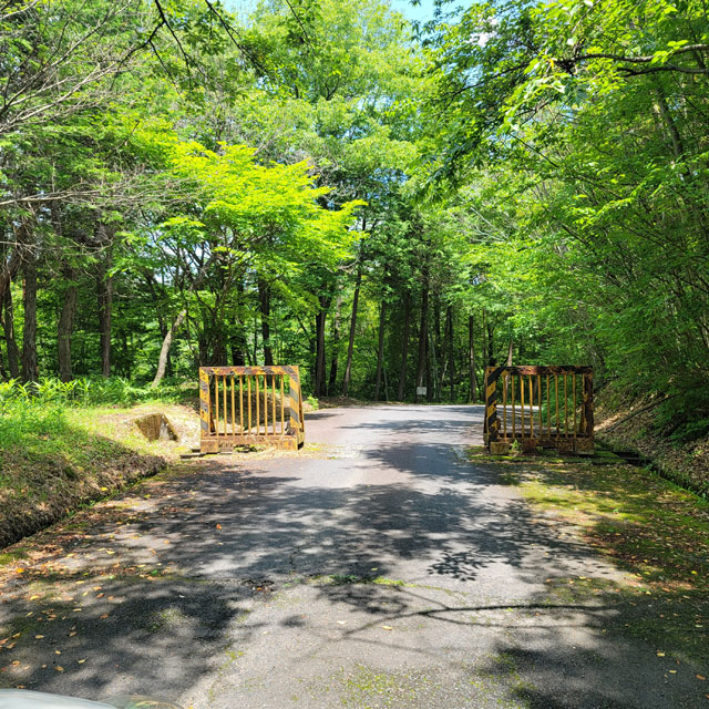 源斉橋に渡る前のゲート