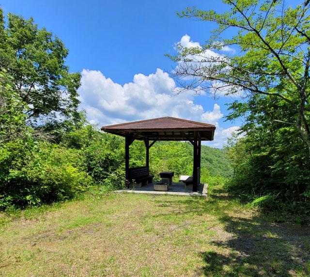 源斉公園の東屋