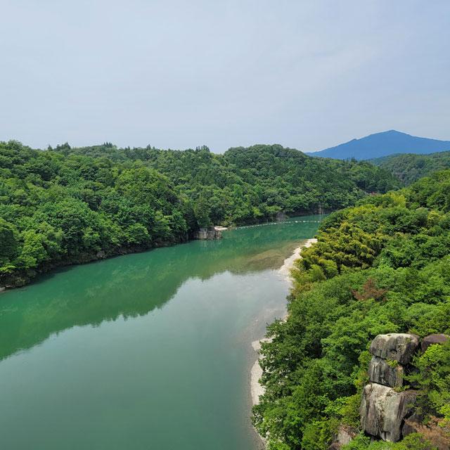 美恵橋から見る笠置山