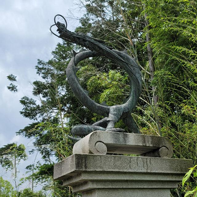 城山大橋の龍のモニュメント