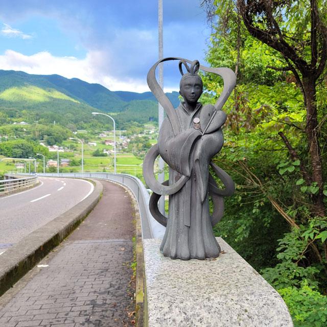 乙姫大橋(坂下側)の乙姫レリーフ