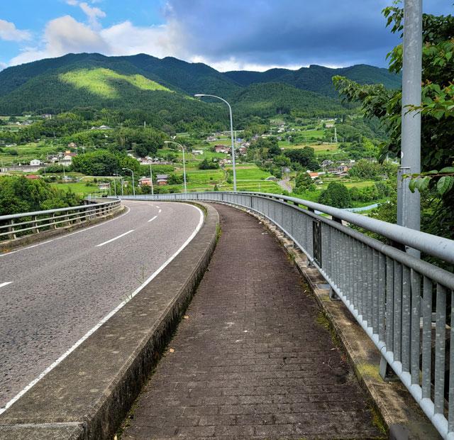 乙姫大橋 木曽川下流側に歩道がある