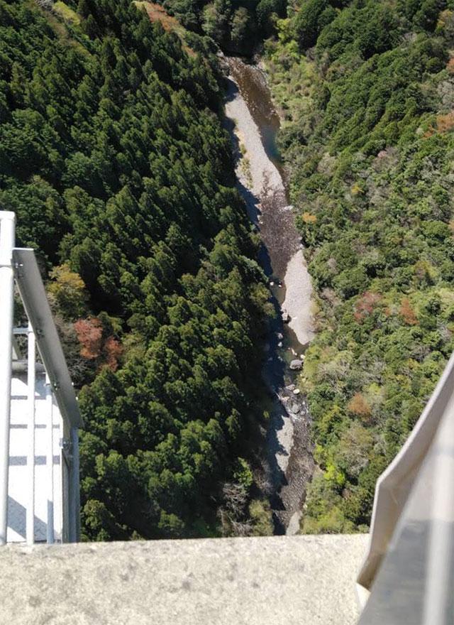 新旅足橋の上から見下ろしたところ